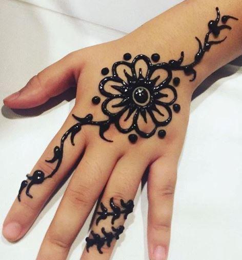 Gambar Henna Tattoo Simple 1 Whin Youtube Desain Sederhana Sapawarga